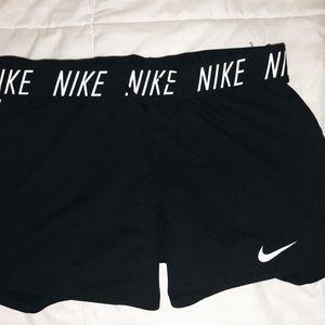"nike women's 5"" attack training shorts"